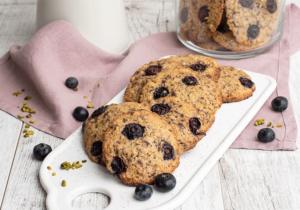 Cookies mit Heidelbeeren, Pistazien und Schokolade