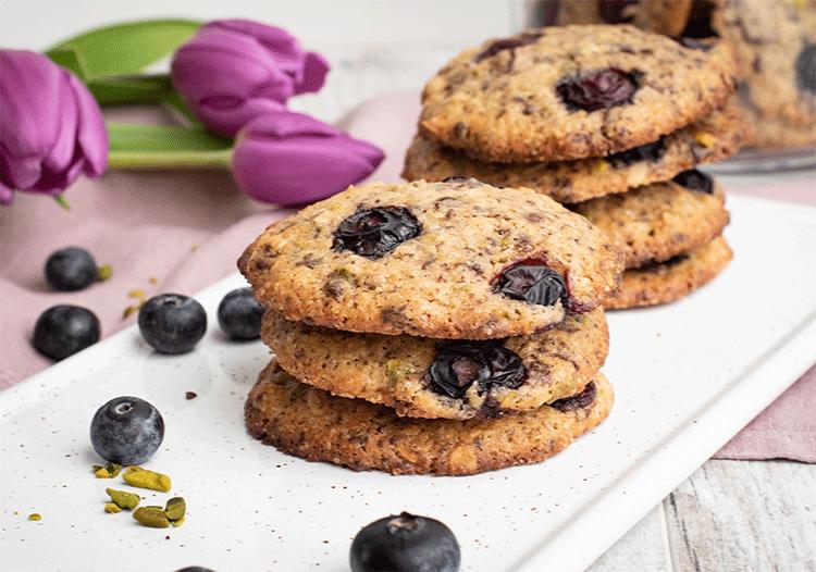 Blaubeer-Cookies mit Pistazien und Schokolade
