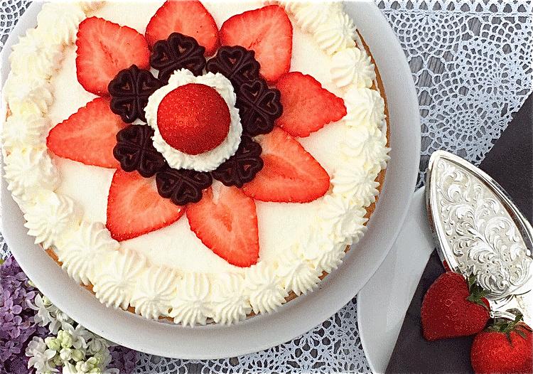 Erdbeer Torte mit Rhabarber Deko