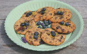 Cookies auf türkisem Teller
