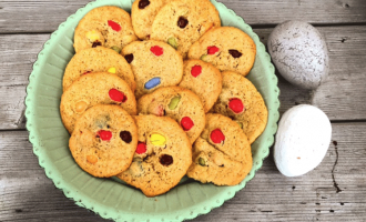 Bunte M&M in Cookies