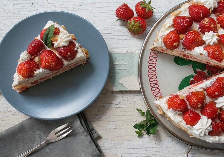 Schmeckt nicht nur an Mittsommer - schwedische Erdbeertorte