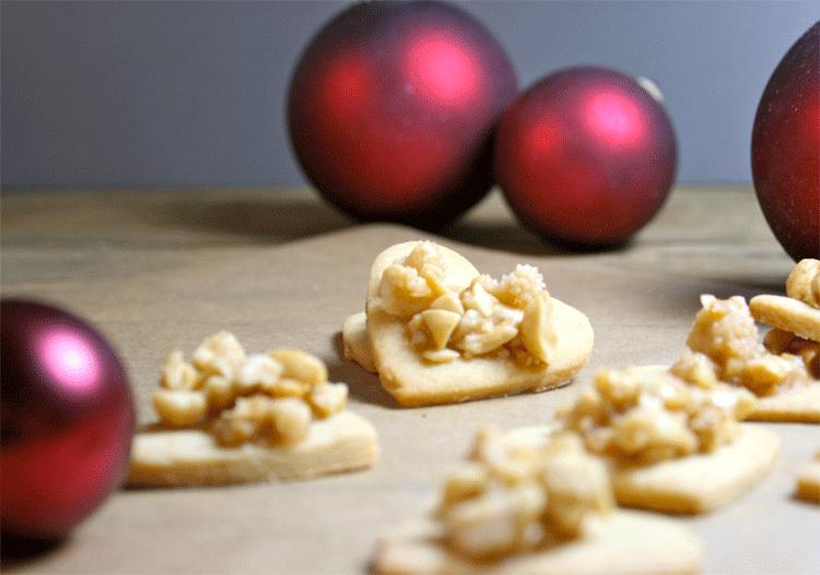 Weihnachtliche Erdnuss-Herzen