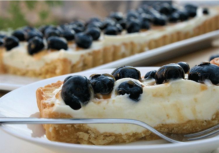 Anschnitt Blueberry-Tarte mit Karamell