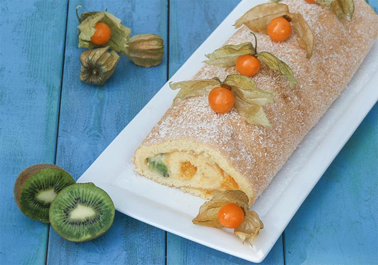 Biskuitrolle mit exotischen Früchten