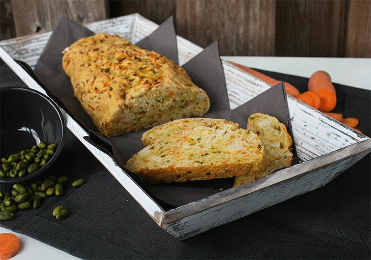 Karotten Pistazien Brot