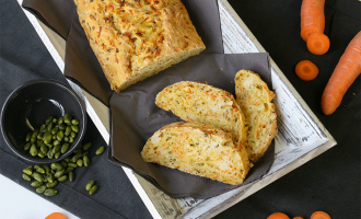 Perfekt zum Brunch - Karottenbrot mit Pistazien