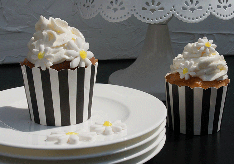 Kleine feine Cupcakes mit Lemon Curd und Frischkäsecreme