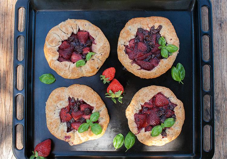 Im Ofen gebacken und fruchtig gefüllt - Gelettes mit Erdbeeren und Schoko