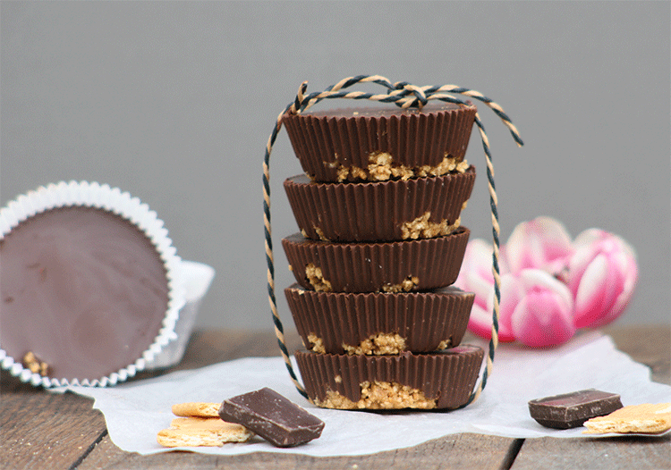Schokoladige Cups mit Erdnussbutter-Füllung