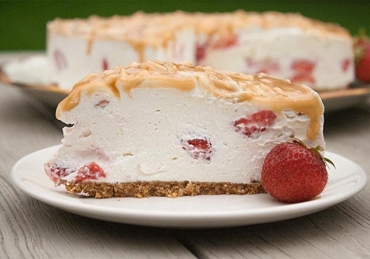 Erdbeer-Quark-Torte mit Karamel (no bake)