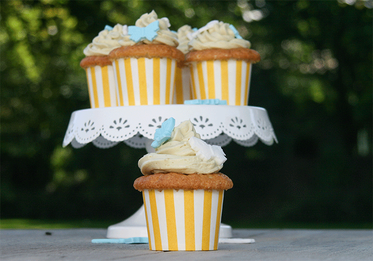 Sommerliche Cupcakes mit Mango und Matcha-Topping