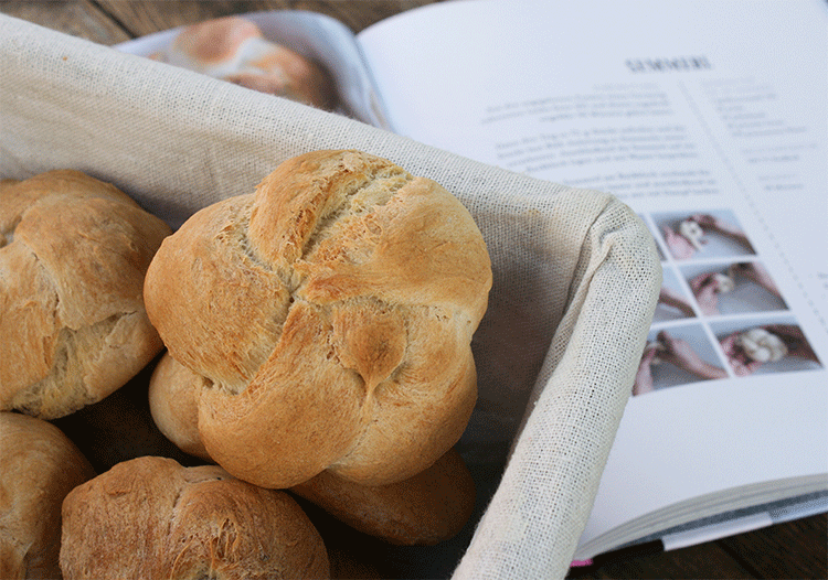 "Semmerl - aus dem Backbuch ""Backen mit Christina"""