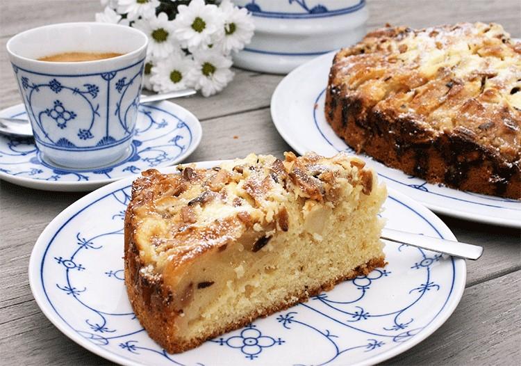 Schmeckt wie bei Oma - Apfel Rahm Kuchen mit Crème fraîche