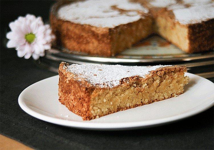 Traditioneller spanischer Mandelkuchen