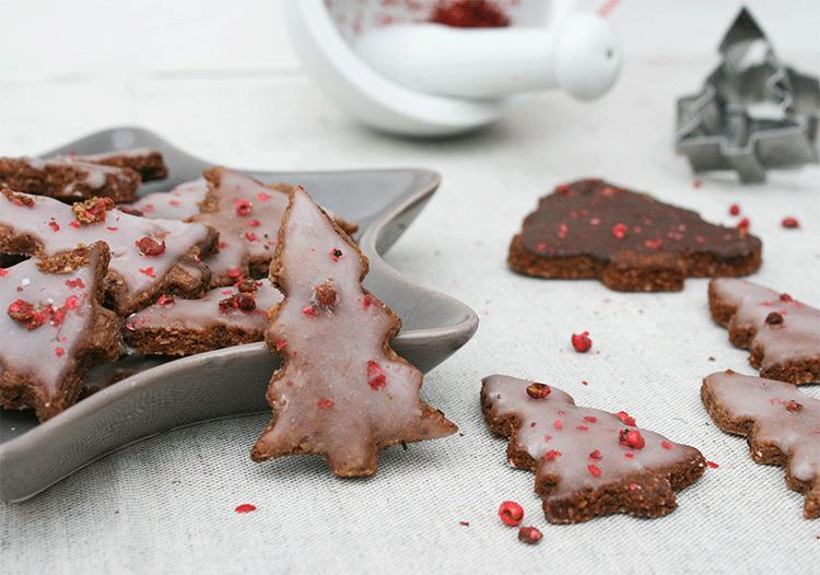 Leckere Schokoladen-Nuss-Plätzchen mit rosa Pfeffer