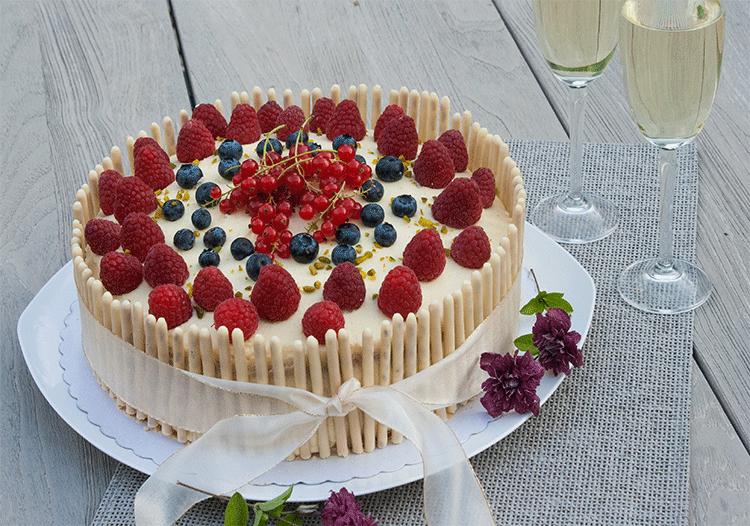 Prosecco Torte mit weißer Schokolade