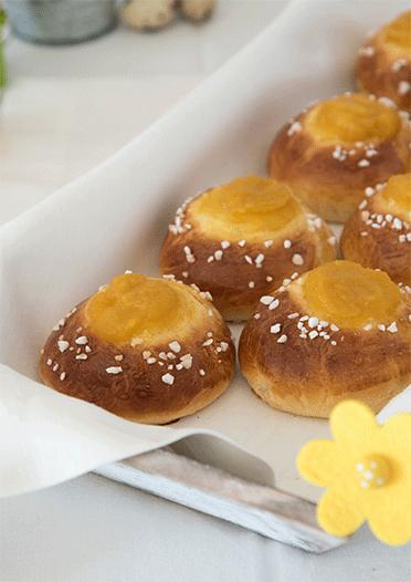 Perfekt zu Ostern! Süße Hefeteig-Brötchen gefüllt mit Apfelmus