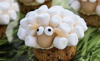 Süße Eierlikör-Cupcakes in Schaf-Optik