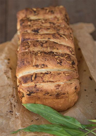 Wild garlic pull apart bread