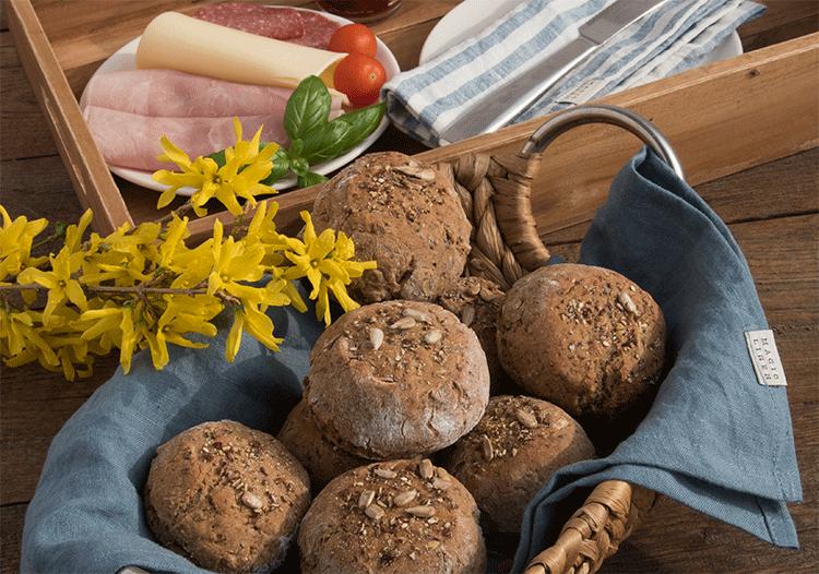 Mit Sonnenblumenkernen und verschiedenen Samen - knusprige Roggen-Dinkelbrötchen