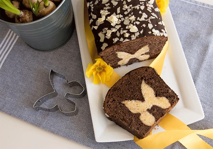 Schokoladenkuchen mit Schmetterlingen