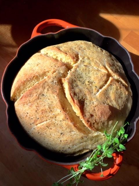 Italienisches Weißbrot im Topf gebacken
