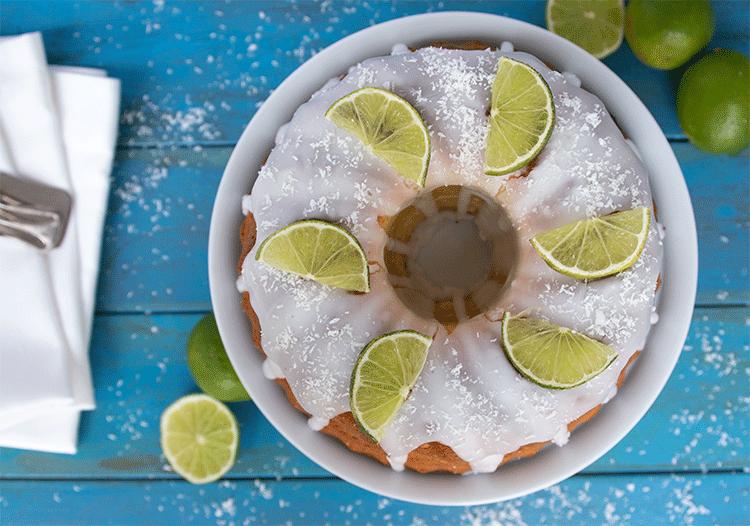 Erfrischender Gugelhupf mit Kokos und Limette
