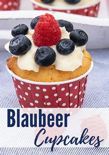 Blaubeer Cupcakes mit Frischkäsetopping
