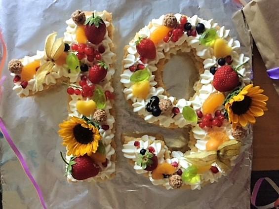 Zahlentorte mit Obst numbers cake