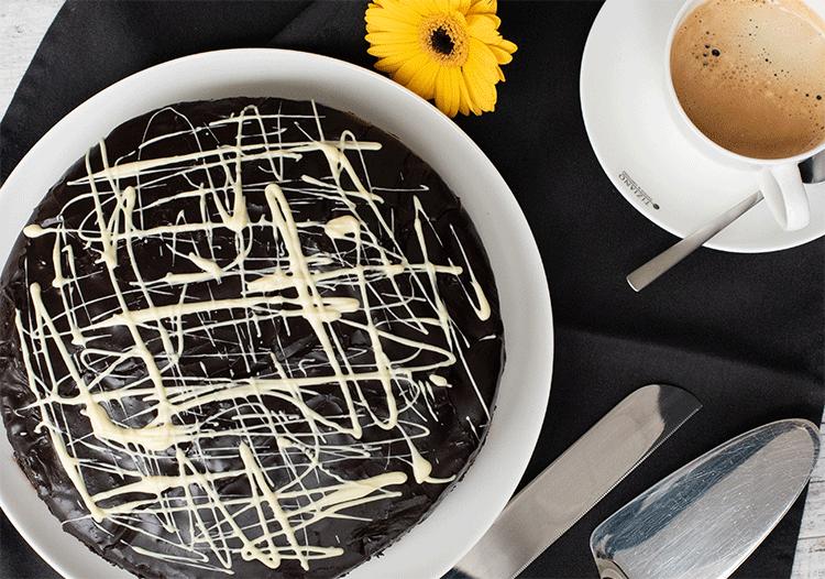 Safftiger Schokoladenkuchen mit Schokoladenguss