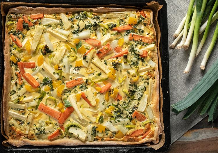 Flatlay Blechkuchen buntes Gemüse