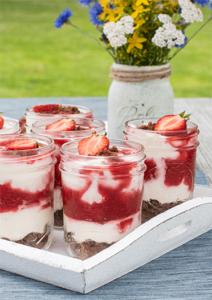 Dessert mit Erdbeeren im Glas