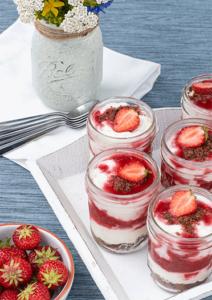 Erdbeer Schichtdessert im Glas