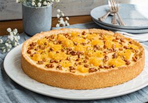 Ricottakuchen mit Pinienkernen und Orangen