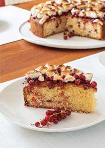Kuchenstück Johannisbeeren und Marshmallow-Topping