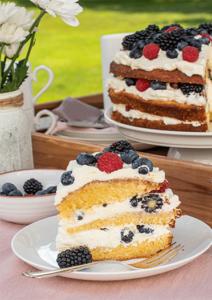 Anschnitt Victoria Sponge Cake mit Beeren