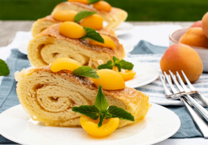 Anschnitt Roly-Poly mit Aprikosenmarmelade