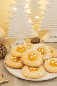 Fruchtige Weihnachtsplätzchen Mandelkringel mit Orangencurd