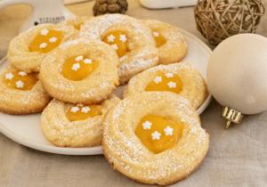 Feine Mandelkringel mit Orangencurd zu Weihnachten