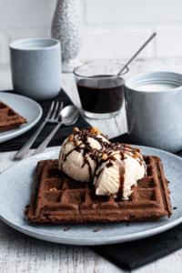 Schokoladenwaffeln mit Vanilleeis