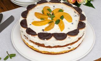 Torte mit Pfirsichen und Schaumkuss-Creme