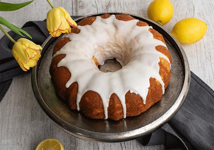 Saftiger Zitronenkuchen als Gugelhupf
