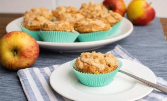 Muffins mit Apfel und Nuss-Streuseln